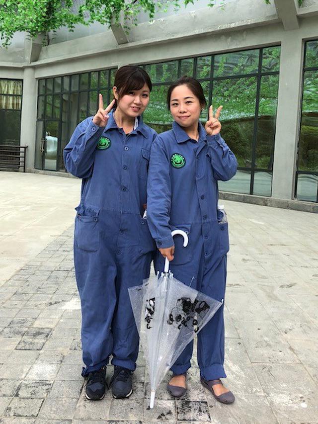 画像: 作業着姿の弊社スタッフと現地ガイド(水野撮影/2018年6月)