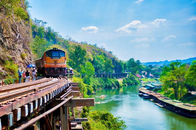画像: 泰緬鉄道走行の様子/イメージ(写真提供:タイ国政府観光庁)