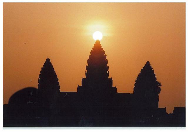 画像: 【カンボジア】感動!年に2回のアンコールワット中央塔に太陽が昇る日 - クラブログ ~スタッフブログ~|クラブツーリズム