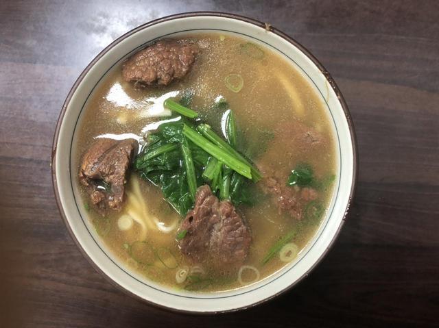 画像: 廖家牛肉麺の牛肉麺/現地旅行会社スタッフ撮影(2019年7月)