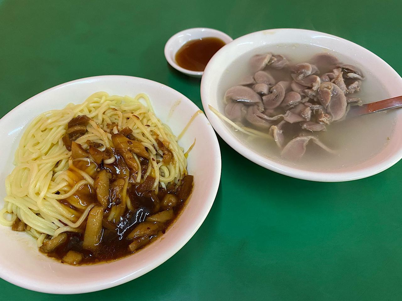 画像: 乾麺と下水湯(砂肝スープ)/弊社スタッフ小笠撮影(2020年2月)