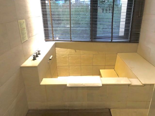 画像: 客室温泉の浴槽/水野撮影(イメージ)