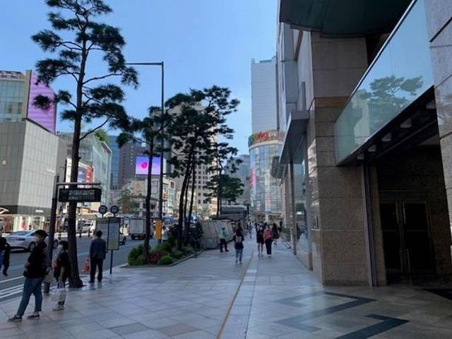 画像: 明洞の様子/提供:現地手配会社「韓進観光」(2020年9月4日撮影) 韓国ソウル最大の繁華街ですが、現在は外国人観光客も居ないため、閑散としております。
