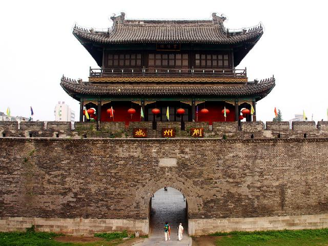 画像: 関羽が堅守した荊州城(湖北省・荊州市)
