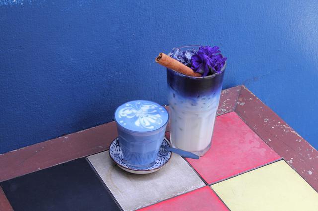 画像: 青いラテ「アンチャンラテ」 写真提供:タイ国政府観光庁