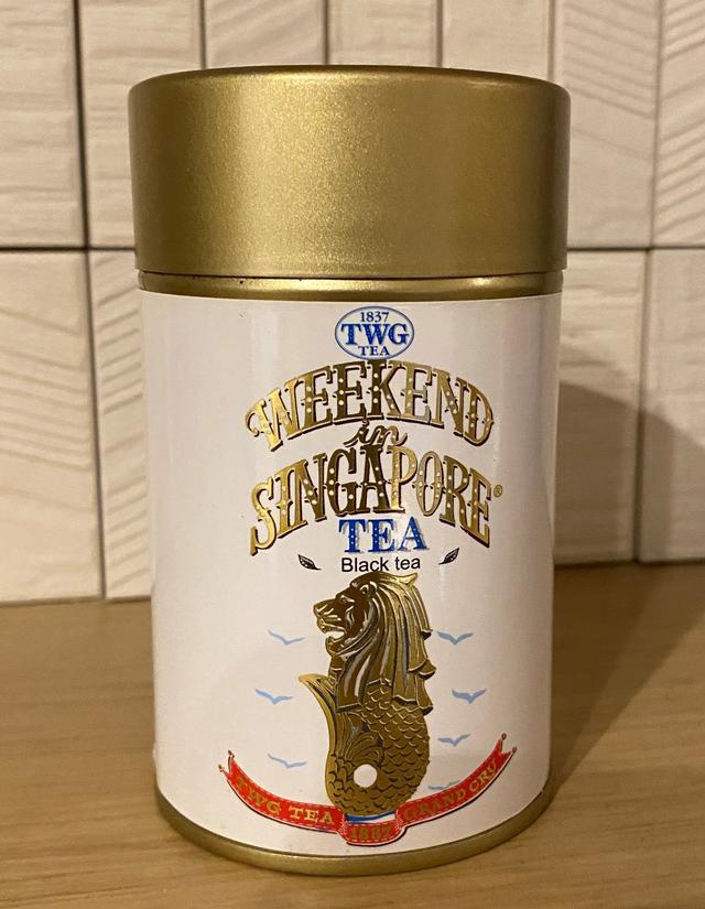 画像: お土産として人気のWEEKEND in SINGAPORE マーライオンの缶がかわいい(スタッフ撮影)