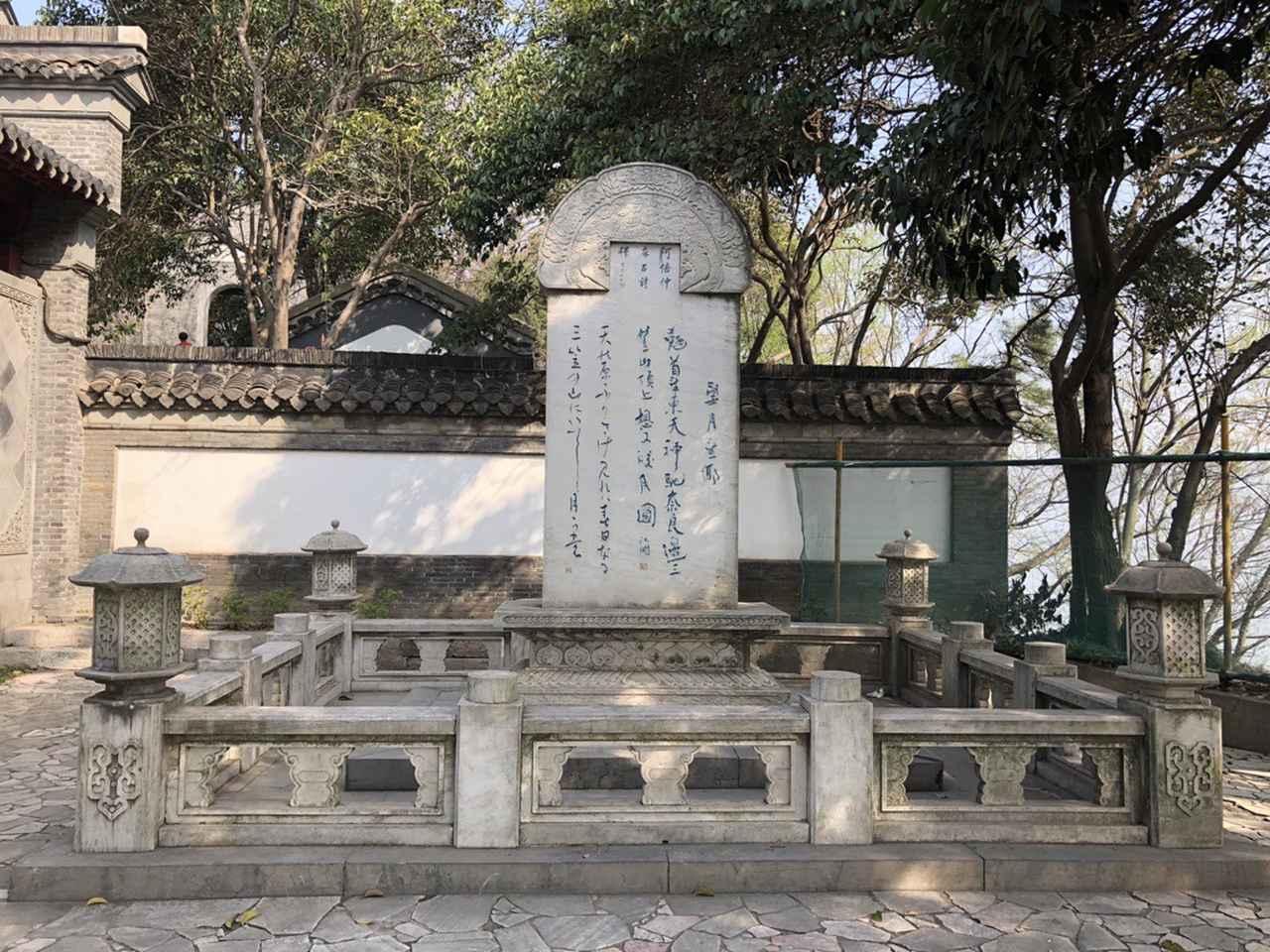 画像: 北固山公園・阿倍仲麻呂詩碑(イメージ)