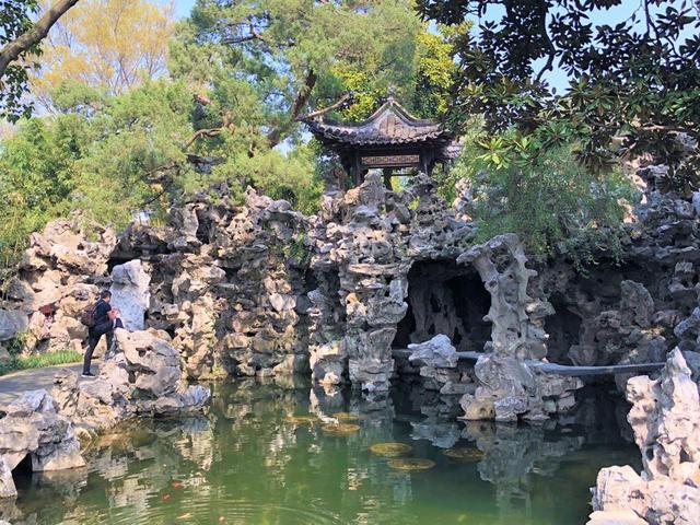 画像: 豪商の邸宅の一部だった個園。名産の太湖石で作られた立派な築山(弊社スタッフ撮影 イメージ)