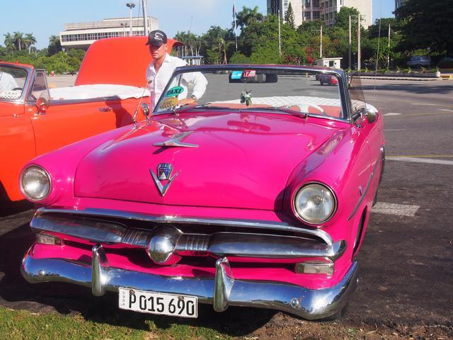 画像: キューバ名物「アメリカンクラシックカー」(イメージ)