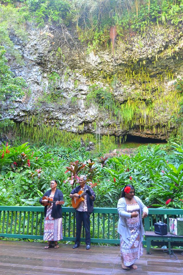 画像: 王族の結婚式や集会で使われていた「シダの洞窟」