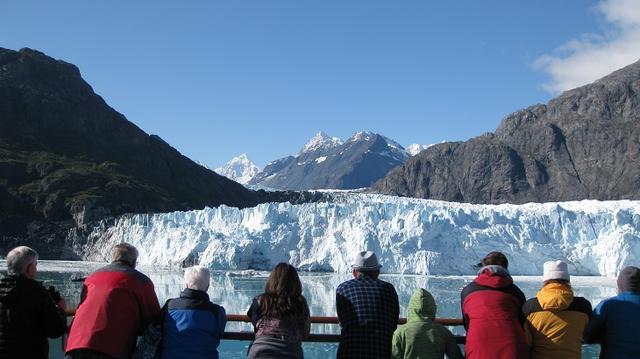 画像: グレイシャーベイ国立公園 船上から眺める氷河