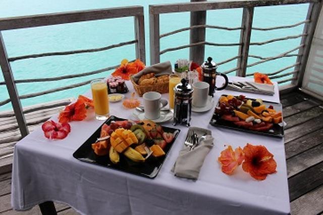 画像: 美味しそうなコンチネンタル朝食が運ばれてきます!