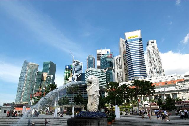 画像: シンガポールの中心地・ベイエリアに位置するマーライオン公園