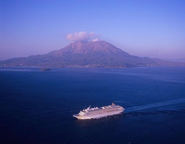 画像: 飛鳥Ⅱと桜島(イメージ)※天候によりご覧いただけない場合がございます