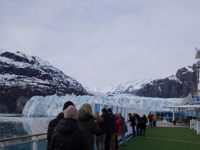 画像: 船は氷河の前でしばらく停泊します(イメージ)