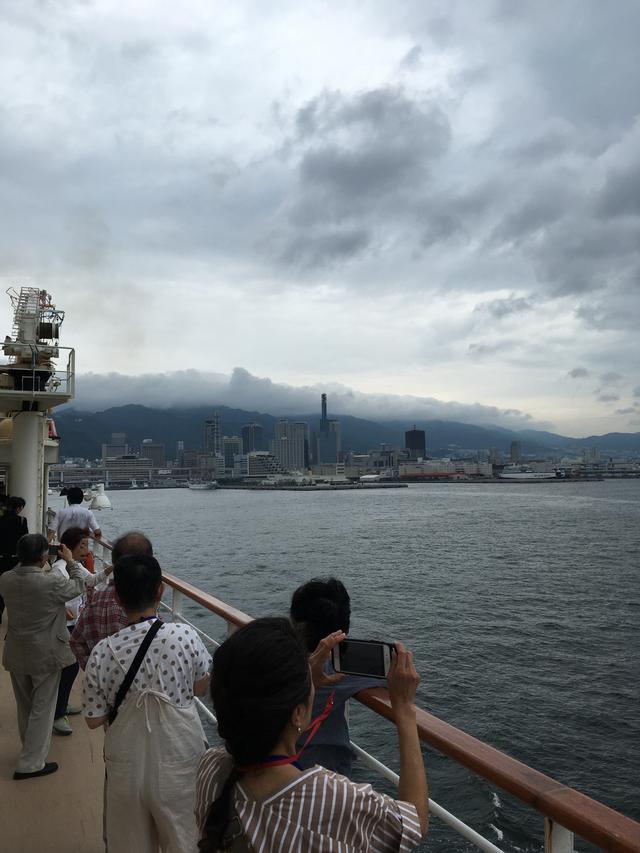 画像: 神戸港出港/丸山撮影