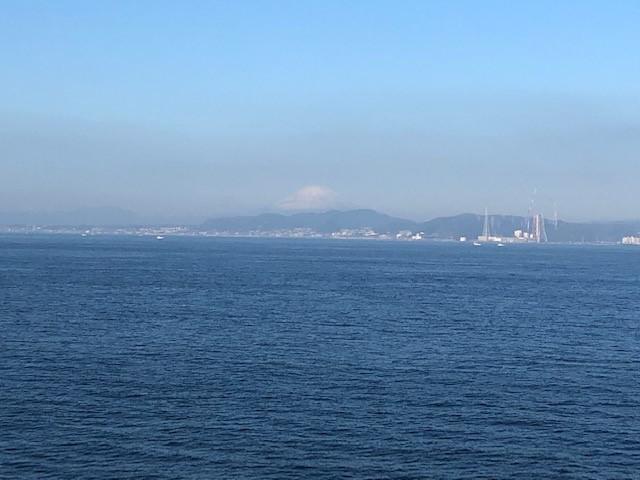 画像: 船上から眺める富士山(大脇撮影)
