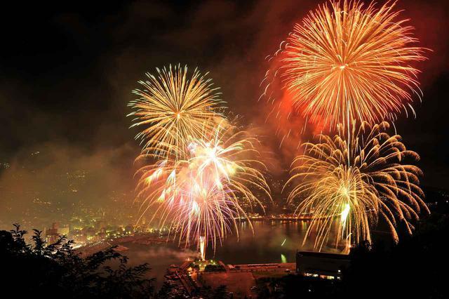 画像: 熱海海上花火大会 坂本 智一様:東京都在住 ※花火大会は天候その他の事情により中止となる場合がございます