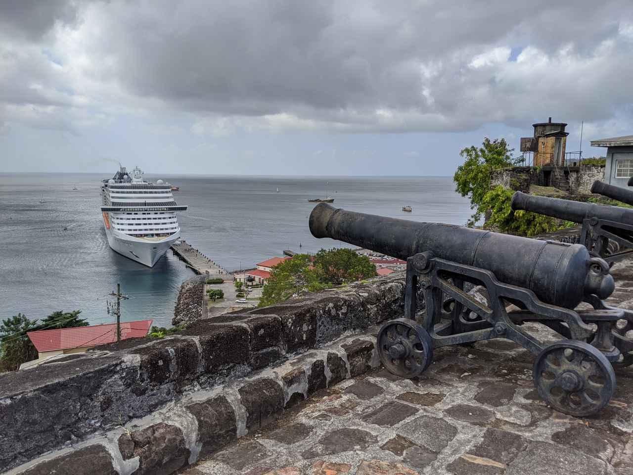 画像: セント・ジョージ要塞から見下ろす港/齋藤撮影