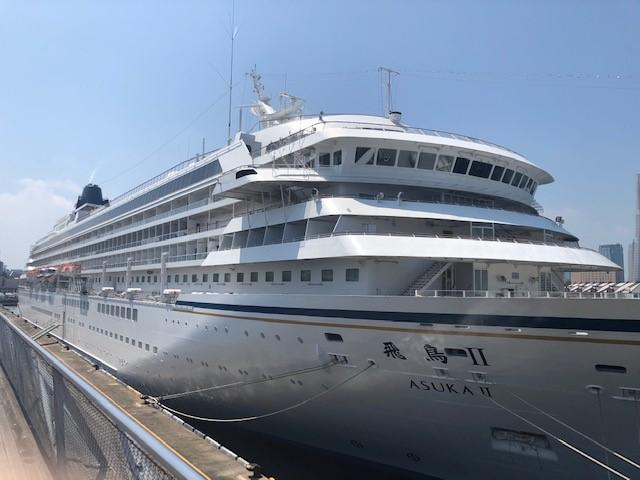 画像: 横浜港大桟橋に停泊していた飛鳥Ⅱ 船体/弊社スタッフ撮影
