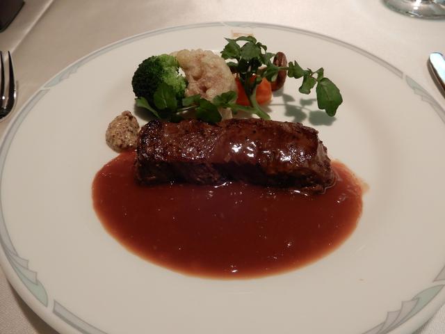 画像2: 夕食(筆者撮影)