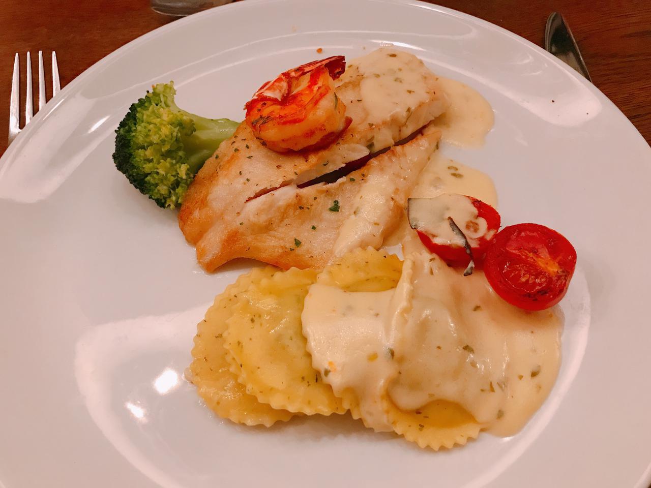 画像: 夕食のメイン料理・魚(弊社スタッフ撮影)