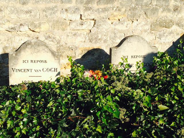 画像: ゴッホと弟テオのお墓 (弊社スタッフ撮影)