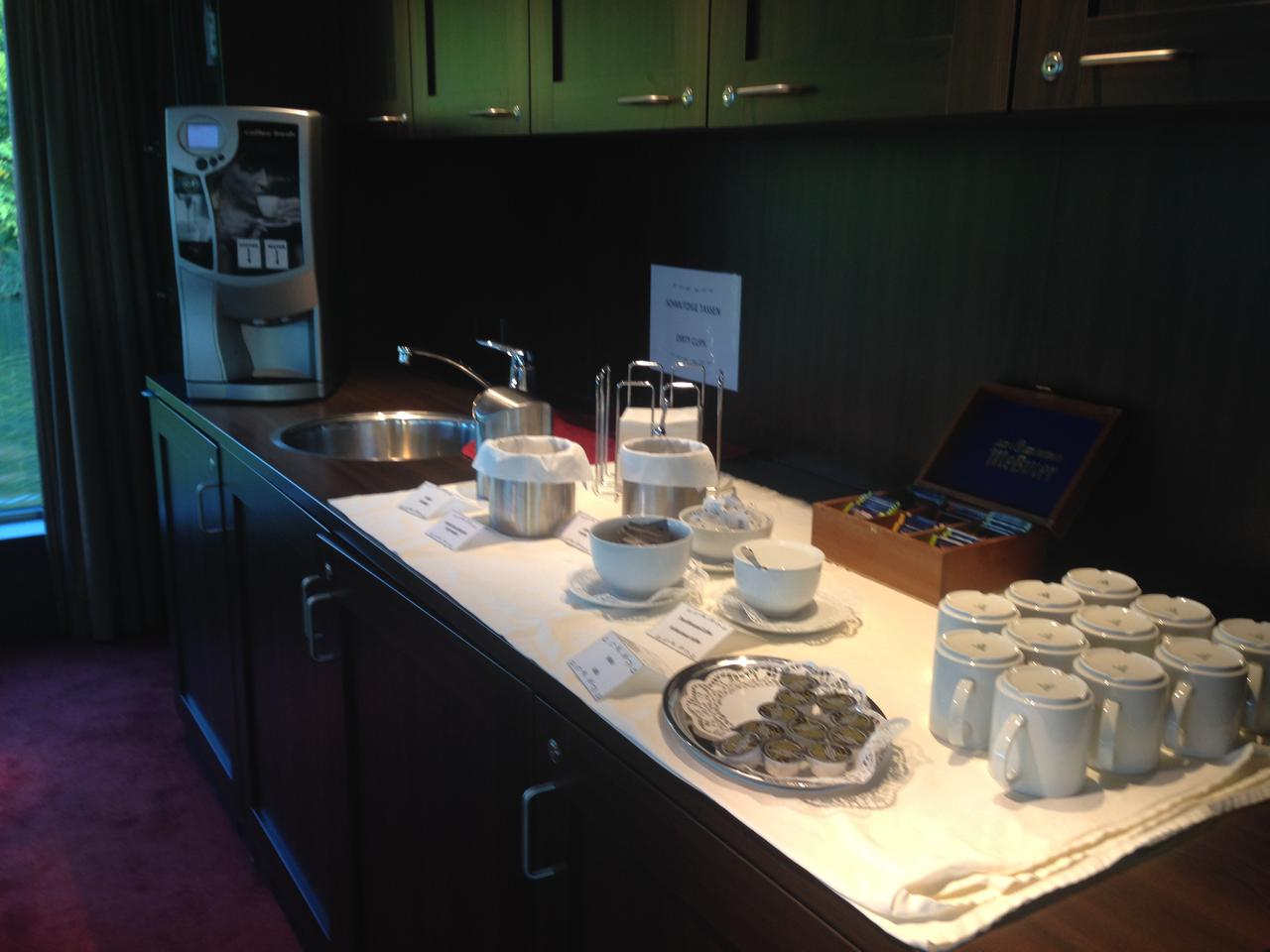 画像: 自由に飲める紅茶類(弊社スタッフ撮影)