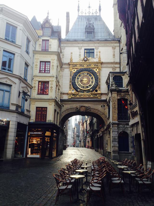 画像: ルーアンの大時計(弊社スタッフ撮影)