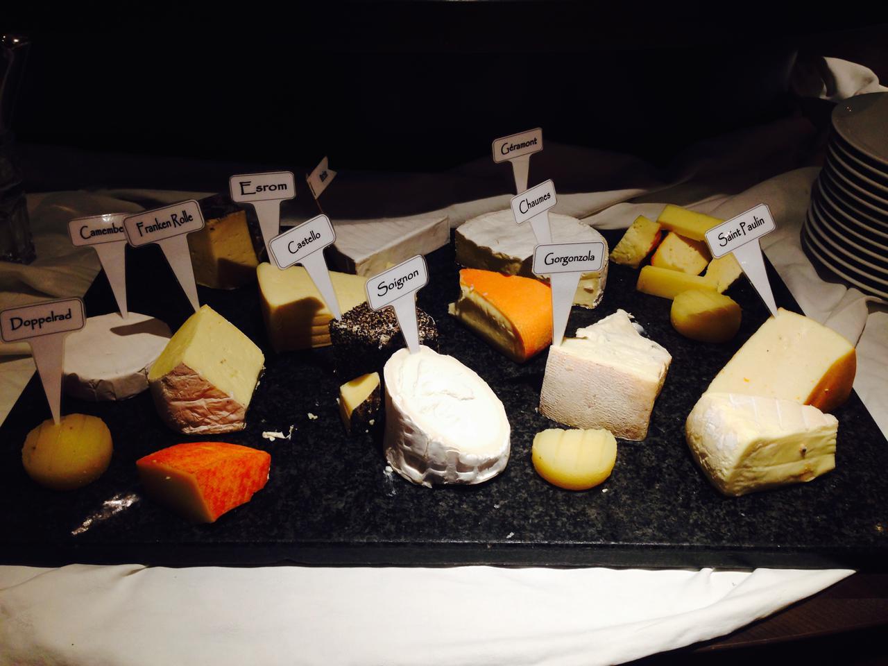 画像: デザートの後のチーズタイム(弊社スタッフ撮影)