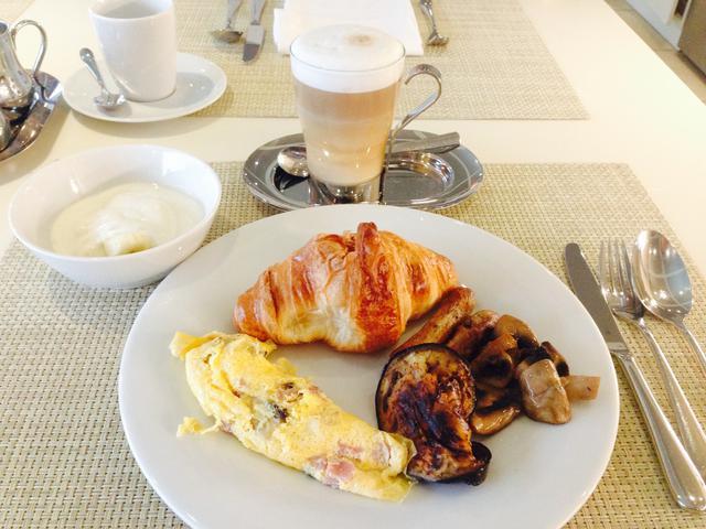 画像: 朝食 ビュッフェ式