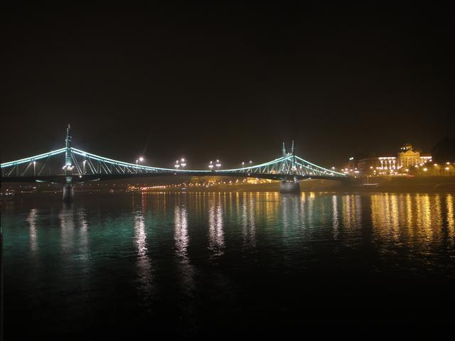 画像: 船上からのブダペスト夜景②(弊社スタッフ撮影)
