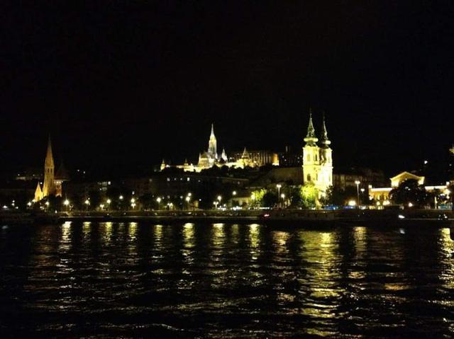 画像: 船上からのブダペスト夜景①(弊社スタッフ写真)
