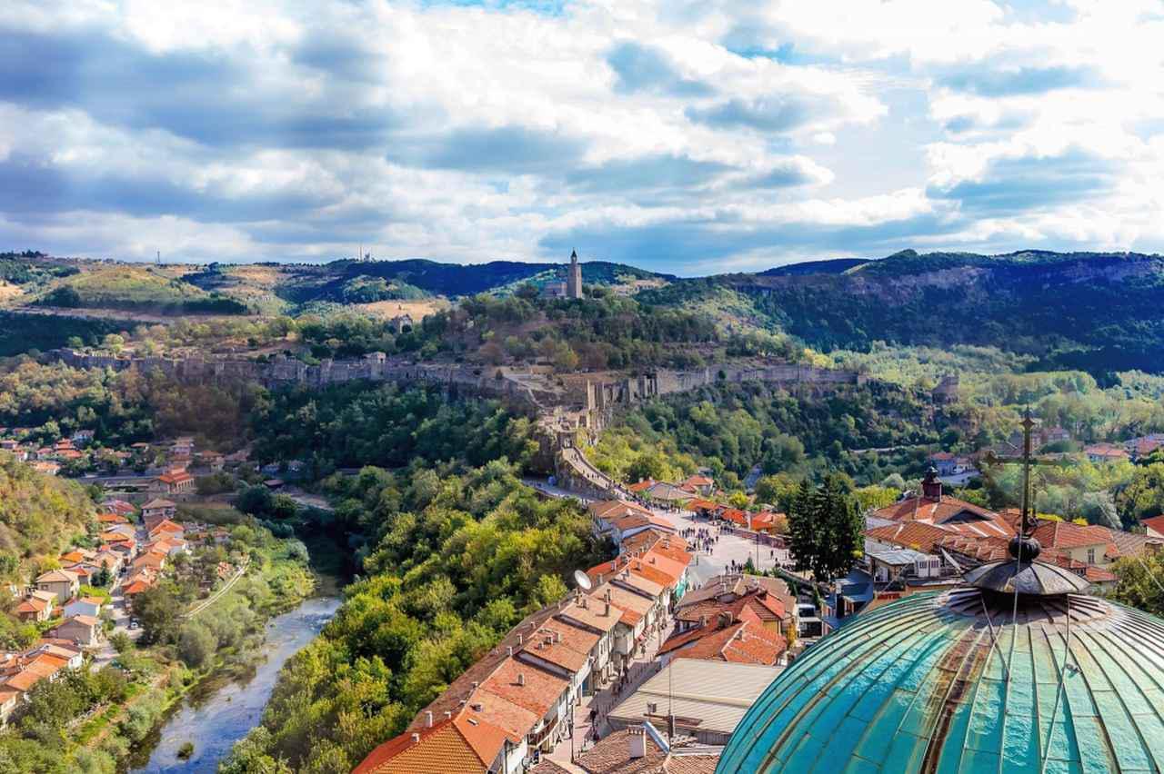 画像: ツァレヴェッツの丘から望む街の様子 ⒸTourist information center of Veliko Tarnovo