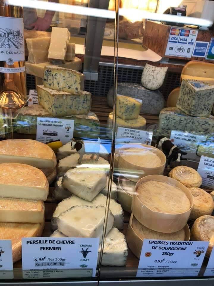 画像: マルシェに並ぶチーズ(スタッフ撮影)
