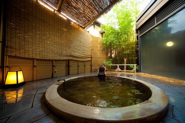 画像: 湯布院かほりの郷はな村/女性用露天風呂