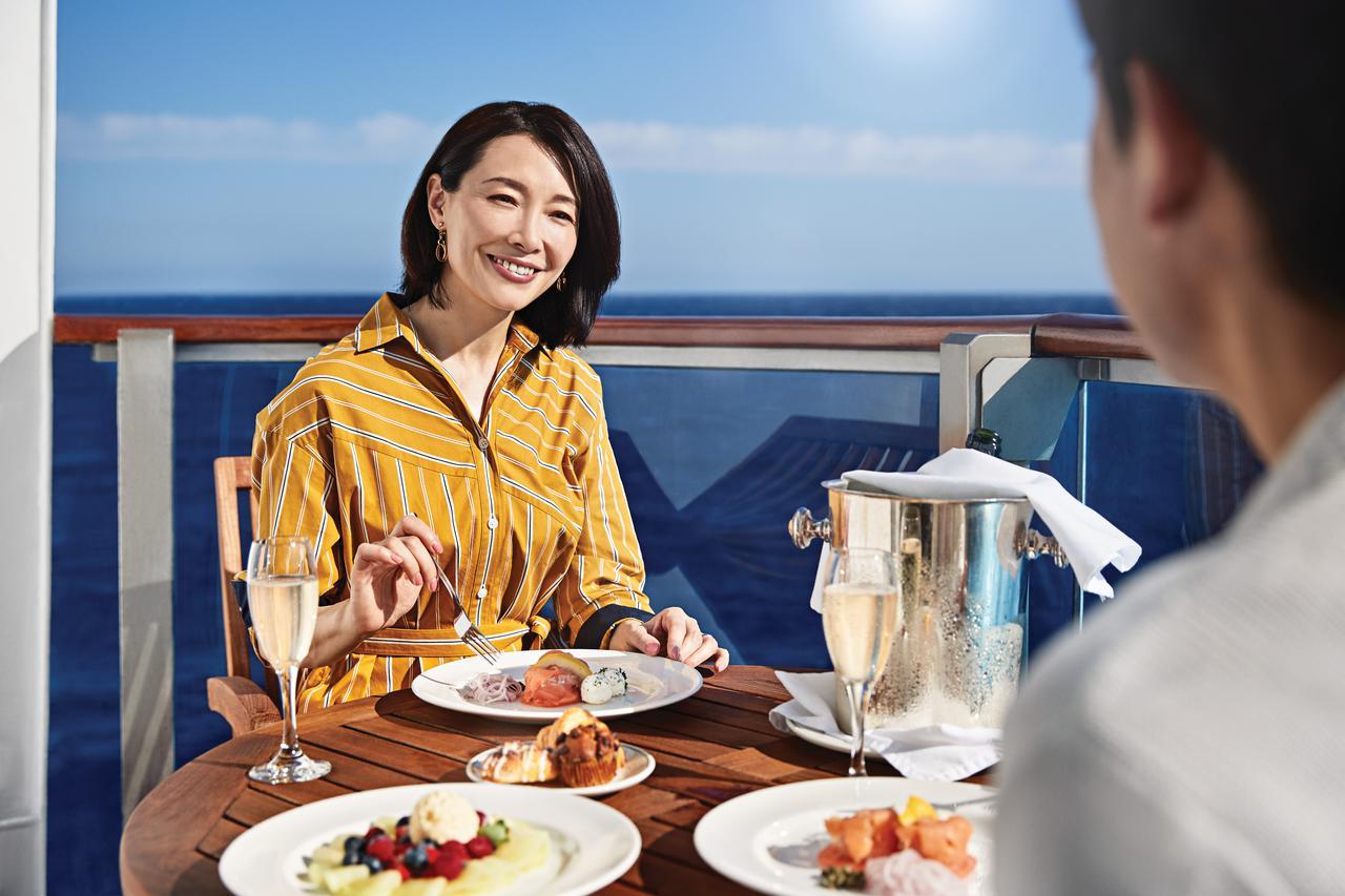 画像: バルコニーでのお食事(©️Princess cruises) ※お飲み物は有料です。