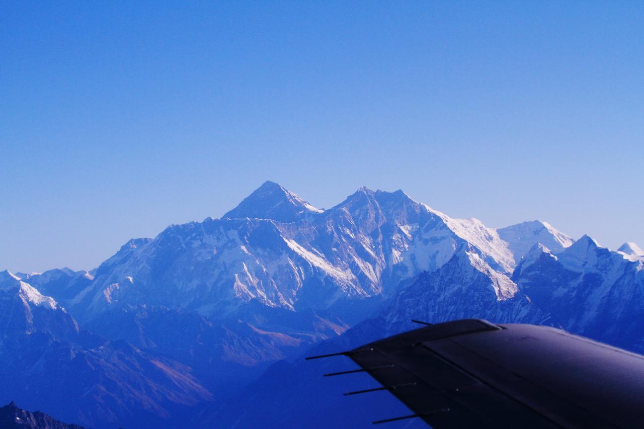 画像: エベレスト遊覧飛行(添乗員撮影)