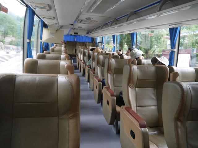 画像: 3列シートのデラックスバス(企画担当者添乗・撮影)