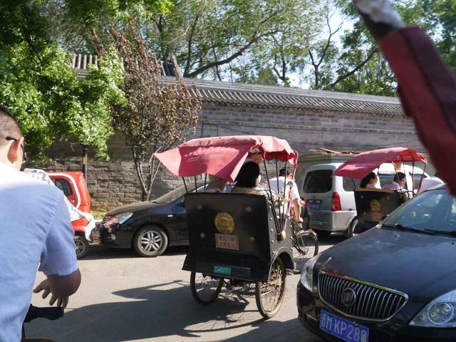 画像: 胡同では輪タクに乗車(企画担当者添乗・撮影)