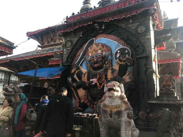 画像: 破壊神・シヴァ神の化身・カーラ・バイラヴ(同行添乗員撮影)