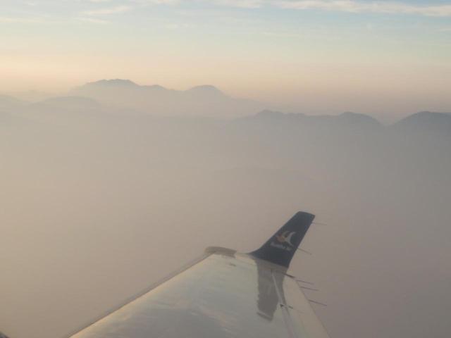 画像1: エベレスト遊覧飛行(添乗員撮影)