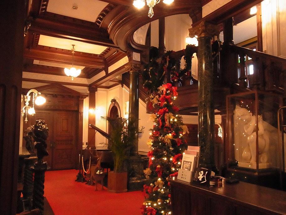 画像: クリスマス色に染まる長楽館