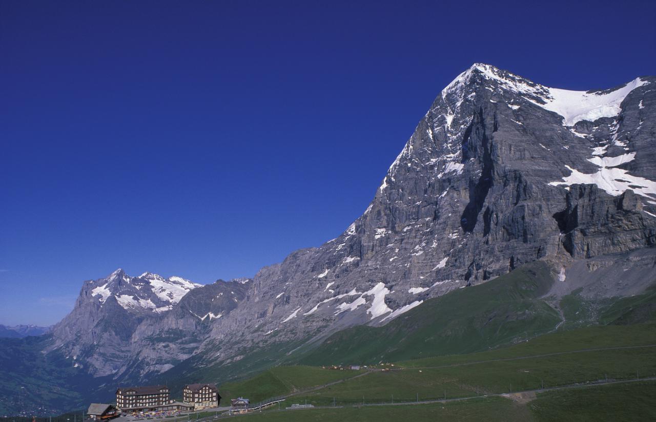 画像: スイス・クライネシャイデックのホテル・ベルビュー・デザルプと名峰アイガー 写真提供Scheidegg Hotels