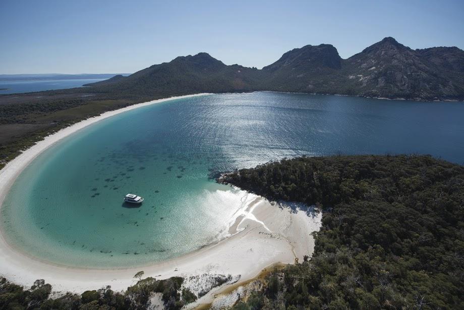 画像1: ワイングラスベイ遊覧飛行(c)Tourism Tasmania
