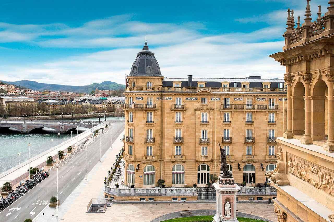画像: 川沿いに堂々と佇むホテル「マリアクリスティーナ」(イメージ)