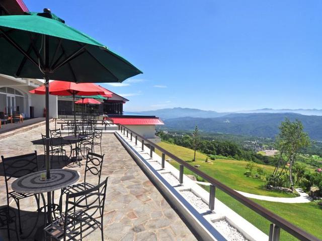 画像: カフェテラス(イメージ) 何と言っても眺望が素晴らしい! お天気の良い日は外のテラスで景色を見ながら、ケーキセットはいかがですか?