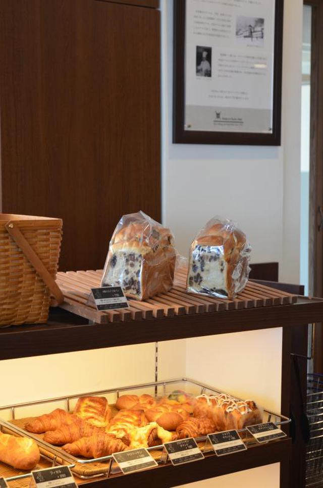 画像: 焼き立てパン(イメージ) 種類も豊富です パンの良い香りが売店内に漂います 実際に作っている所もガラス越しに眺めることもできます。
