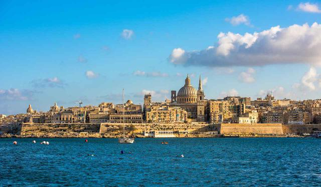 画像: 碧き海に囲まれたマルタ島(イメージ)