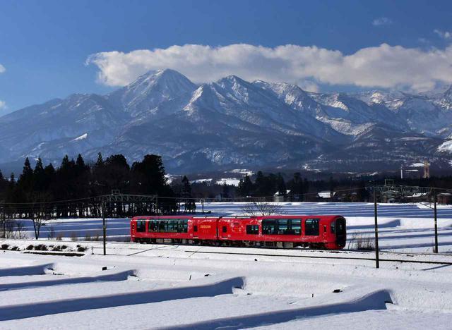 画像: 2両編成で走る雪月花
